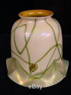 ANTIQUE AURENE ART GLASS LAMP SHADE ATTR. QUEZAL OR STEUBEN HEARTS & VINES
