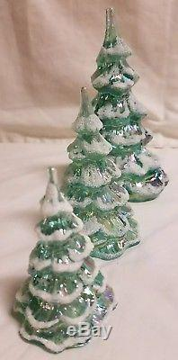 Fenton 3 Piece Green Iridescent Christmas Trees With Snow C5550E9
