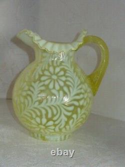 Gorgeous Fenton Vaseline Opalescent Art Glass Pitcher Daisy & Fern Nice