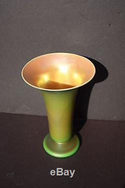 Rare Art Nouveau 9.5 in QUEZAL gold Iridescent Art Glass Trumpet Shaped Vase